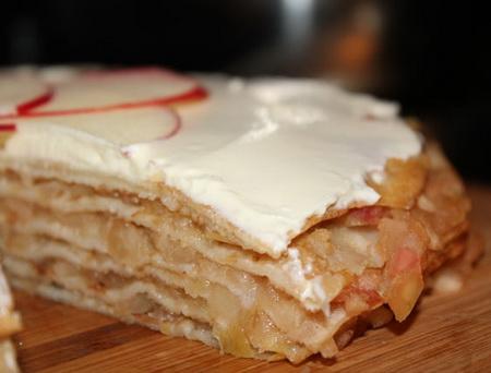 Блинный яблочный торт