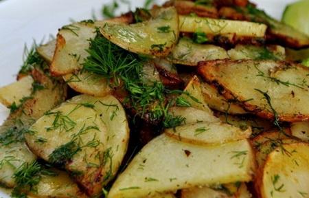 Как пожарить молодую картошку